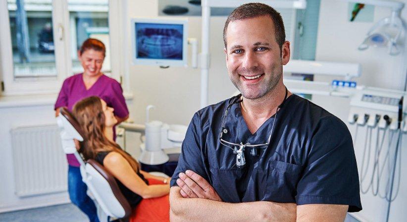 Dr. med. dent. Alfred Klein, MSc in Parodontologie - Zahnarzt Hallwang-Mayrwies 5300