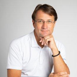 Ao.Univ.Prof. Dr. Robert Zimmermann - Plastischer Chirurg Innsbruck 6020
