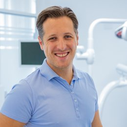 Dr. med. univ. Dr. med. dent. Felix Wick - Zahnarzt Wien 1040